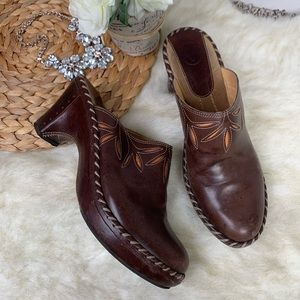 Frye Brown Leather Heeled Mules in Size 9M